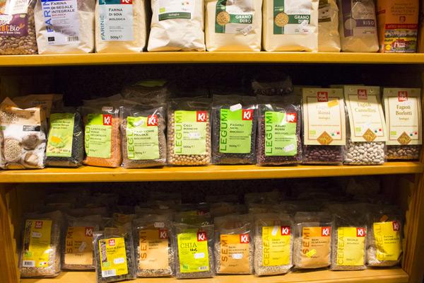 legumi biologici, cereali e semi di chia bio
